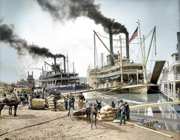 31. Steamboats on the Mississippi River in 1907