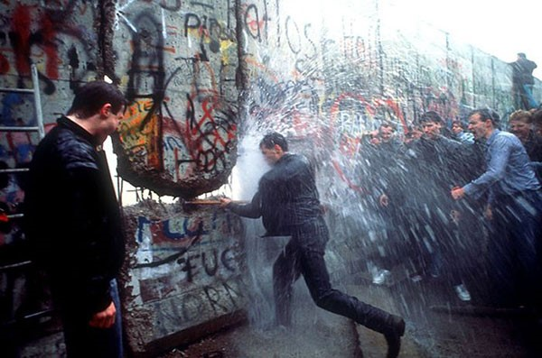41. Dismantling of the Berlin Wall in 1989