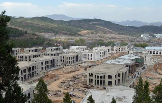 China Builds 39 Megamansions, at Once, for Country's Elite