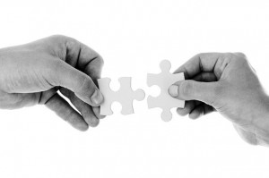 teamwork-puzzle-help-peer-group-team