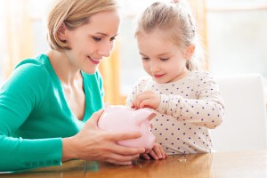 kids-money-learn-teach-coin-child-lesson-school-piggy-bank-mum-mother-parent