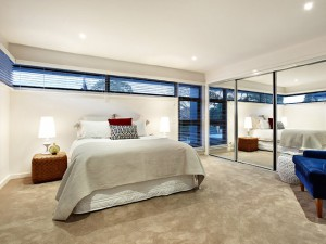 13 Loranne St Bentleigh Master Bed